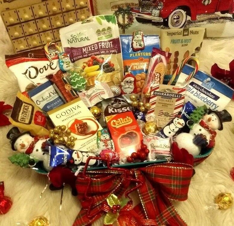 HOLIDAY CHRISTMAS GOURMET CHOCOLATE GODIVA LINDT GHIRARDELLI NUTS GIFT BASKET