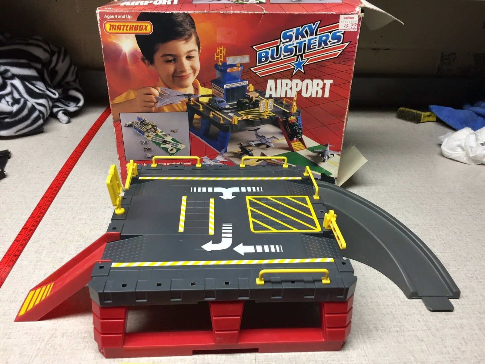 RARE VINTAGE 1989 MATCHBOX SKY BUSTERS AIRPORT PLAY SET AIRCRAFT AIRPLANE IN BOX