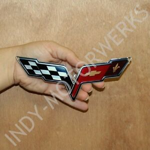 C6-CORVETTE-CROSSED-FLAG-METAL-MAGNET-EMBLEM-ART-05-13-SIZE-6-034-x-2-5-034-CROSSFLAG