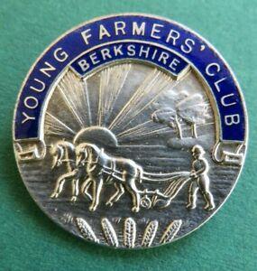 Intelligente Des Jeunes Agriculteurs Club  Berkshire  Vintage Lapel Badge  Fattorini & Sons-afficher Le Titre D'origine Fixation Des Prix En Fonction De La Qualité Des Produits