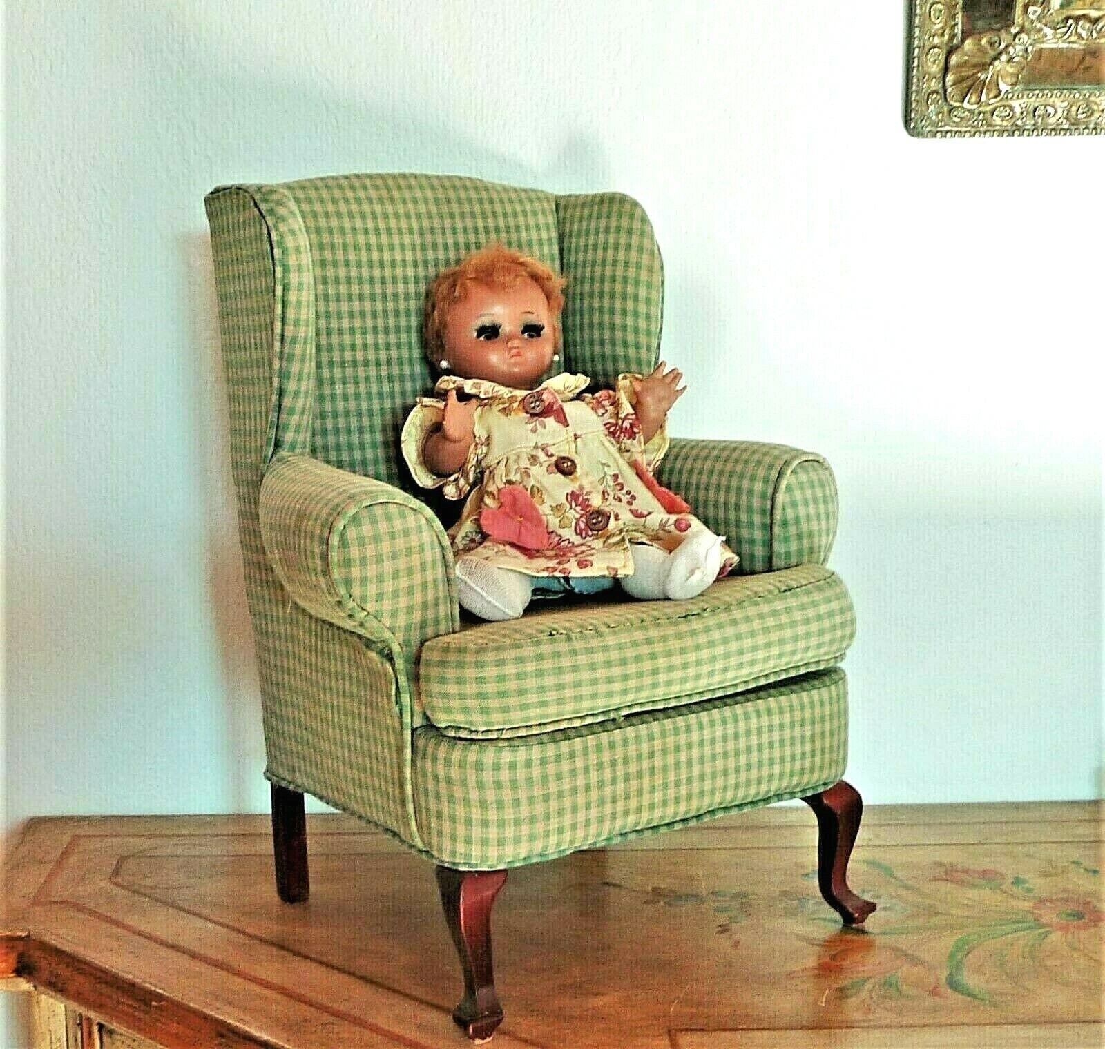 Jolie petite bergère ancienne tapissée de style anglais pour poupée ou ourson.