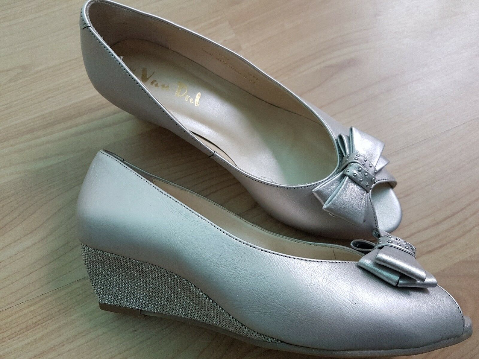 VAN DAL Hudson Metallic wide fitting leather NEW wedges size 5.5  NEW leather Bargain be43d0
