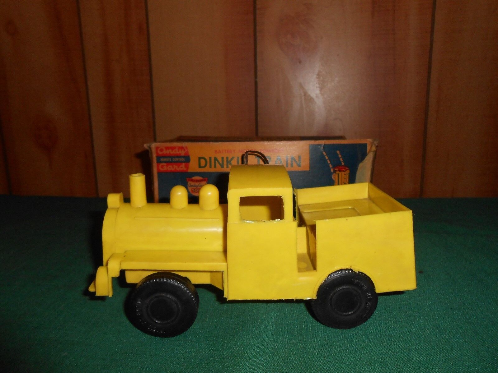 Vintage Andy Gard Dinkie Train With Original Display Box -RARE Battery Op