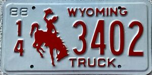 GENUINE-1988-Wyoming-Cowboy-Horse-Truck-License-Licence-Number-Plate-3402