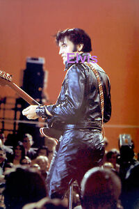 ELVIS-PRESLEY-SEXY-IN-BLACK-LEATHER-GUITAR-TV-SPECIAL-1968-PHOTO-CANDID-2