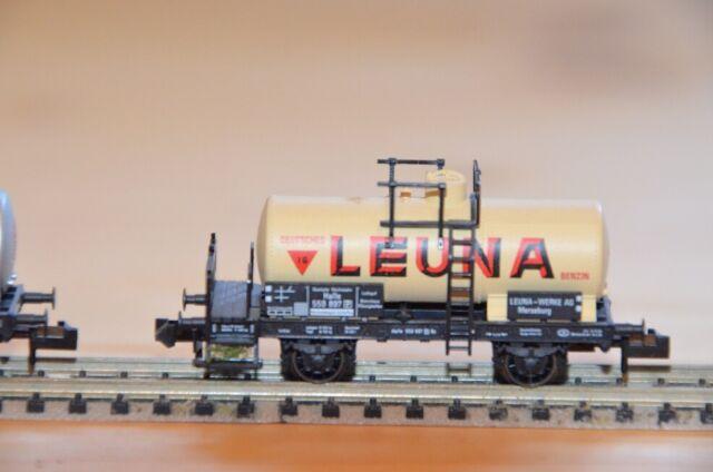 """Fleischmann N 8420 K Kesselwagen mit Bremserbühne  """"Leuna"""" DR, Speichenrädern"""