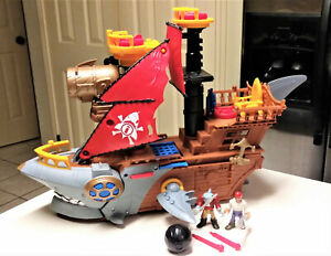 Fisher-Price-Imaginext-Shark-Bite-Pirate-Ship-with-figures