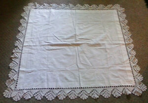 VINTAGE-White-Table-Cloth-Linen-with-Crochet-Hem-amp-Embroidery-42-X-42-034