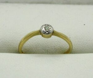 Vintage-18-Carat-Gold-And-Platinum-Small-Diamond-Solitaire-Ring-Size-K
