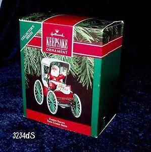 New-1990-Hallmark-FESTIVE-SURREY-12-Here-Comes-Santa-Series-Buggy-Ornament
