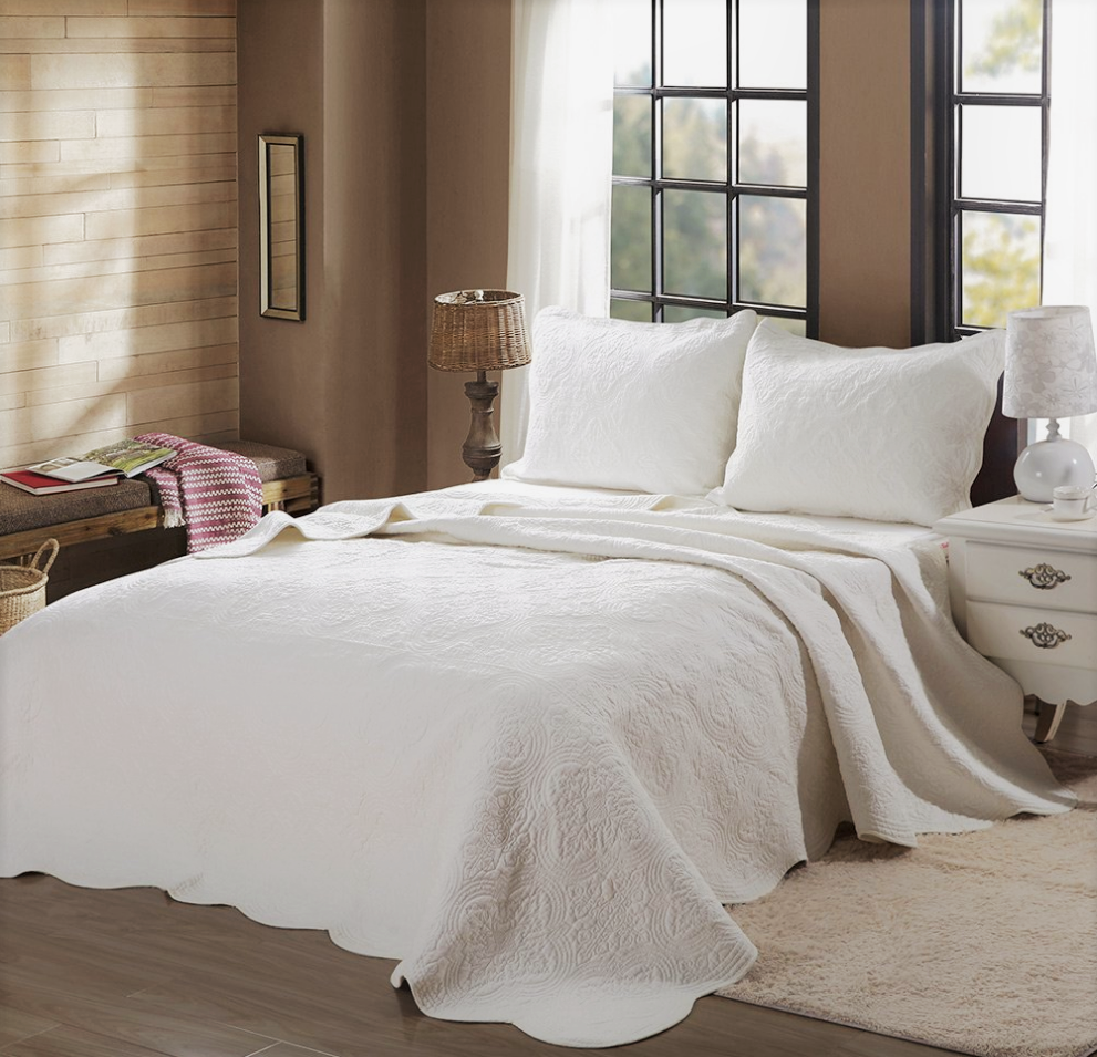 Mael Ivory Scalloped Edge Reversible Cotton Quilt Set, Bedspreads, Coverlet