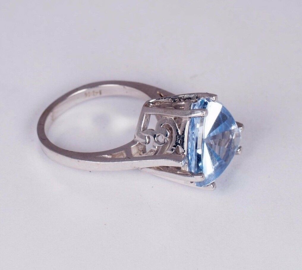 14K White gold Filigree Ring with bluee Triangle Shaped Stone, size 6