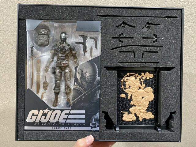 Hasbro GI Joe Classified Series Exclusive Snake Eyes Deluxe Figure In-Hand!