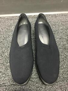 STUART-WEITZMAN-Women-039-s-Black-Satin-Pointed-Toe-Slip-On-Wedge-Heels-Sz-8-5-B3887