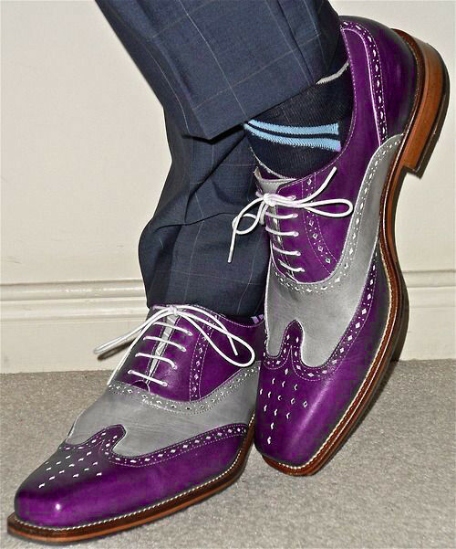 Hecho a mano para hombre de moda Zapatos de dos tonos de extremo de ala, púrpura y gris Brogue Zapatos para hombres
