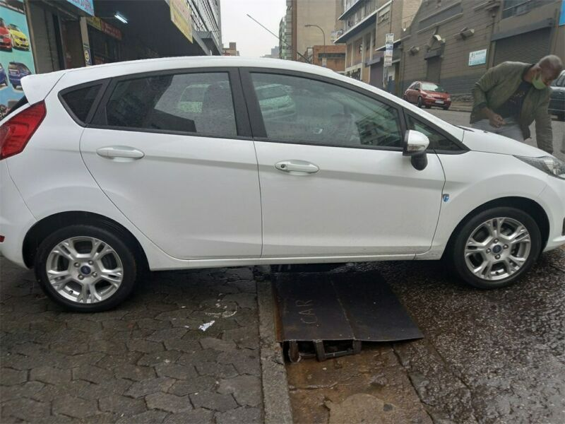 Ford Fiesta 1.5 TDCi Ambiente, White with 78000km, for sale!