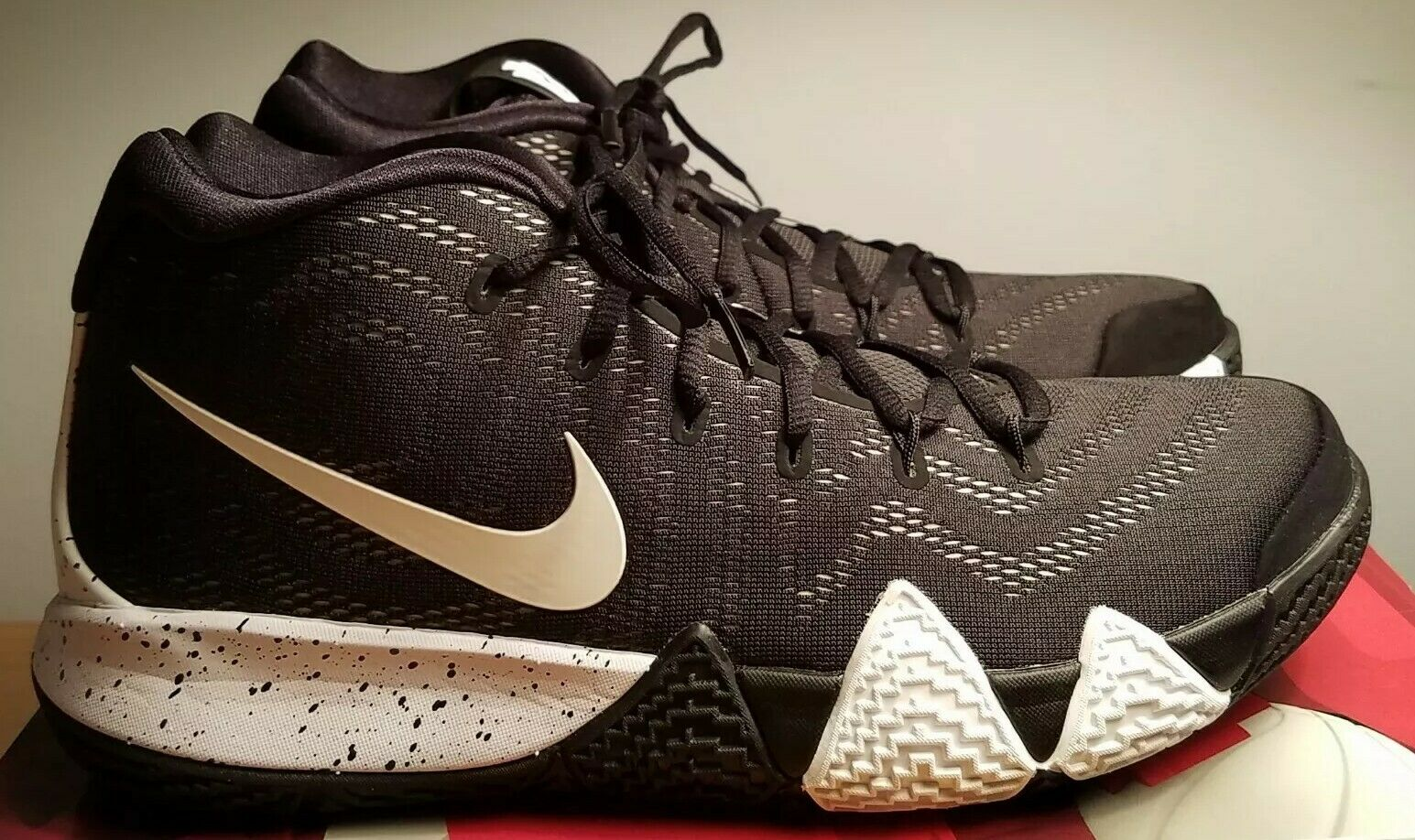 Nike Kyrie Irving 4 TB Mens AV2296-001 Black  White  Basketball size 10.5