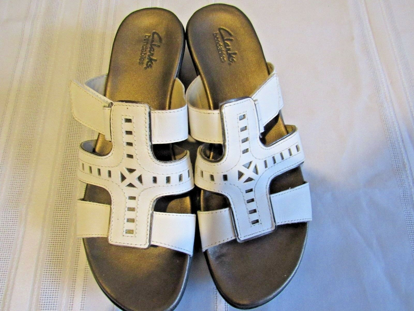 CLARKS WOMENS BENDABLES WHITE LEATHER MEDIUM SLIDE SANDALS, SIZE 8.5 MEDIUM LEATHER 27a60b