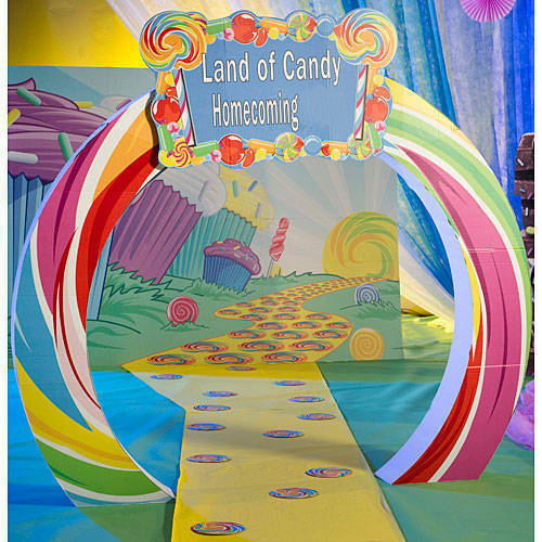 Sweet Candy Arch features bright Farbeful candy Farbes and a personalized sign