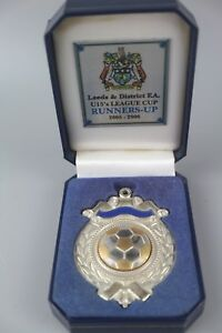 Leeds-F-A-UNDER-15-FOOTBALL-BADGE-MEDAL-Boxed