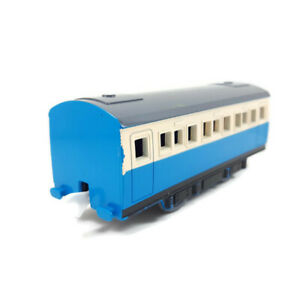 Set of 2 Passenger Coaches Tomy Trackmaster Thomas Used Train