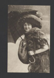 MB4226-FAMOUS-MYSTERY-MODELSS-SISTERDRESSED-VICTORIAN-FUR-SNOWSCENE-BIG-HAT