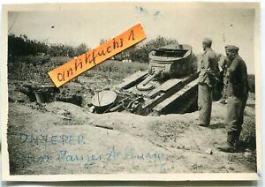 Foto :  Panzer aus Rußland in Front-Stellung am Dnjepr im 2.WK