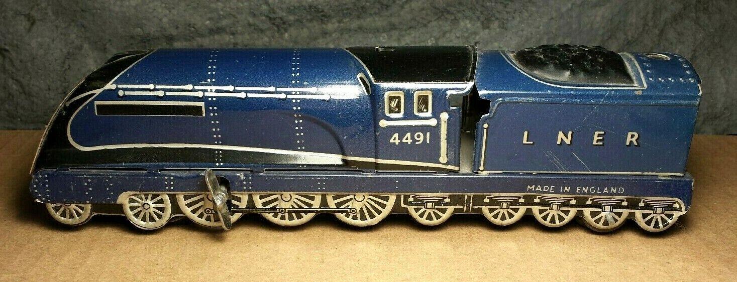 Vintage     Mettoy   Tin Windup   9  Floor Train   Made in England   Very Good b4ea13
