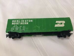 Tyco-Ho-Scale-Train-Burlington-Northern-Box-Car-7-034-Long-Green-BN-100024