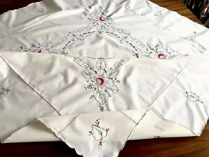 VINTAGE-HAND-EMBROIDERED-Cream-Cotton-TABLECLOTH-48x48-Inches