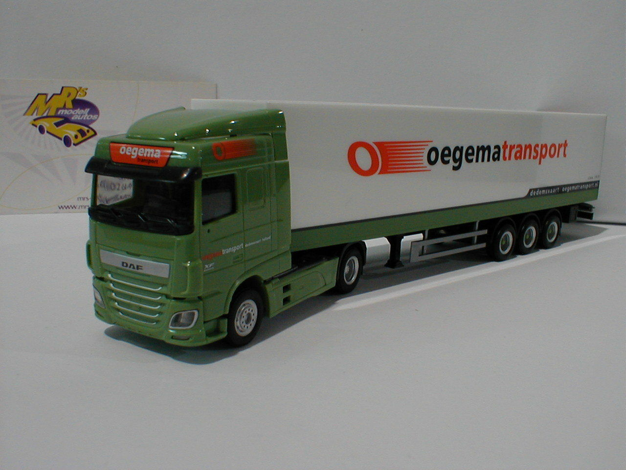 Herpa 307932 DAF XF SC EURO 6 Suitcase-Articulated  Oegema  (NL) In Green 1 87