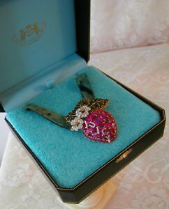 2004-JUICY-COUTURE-Pink-Pave-Strawberry-Pendant-NEVER-WORN-MINT-IN-BOX