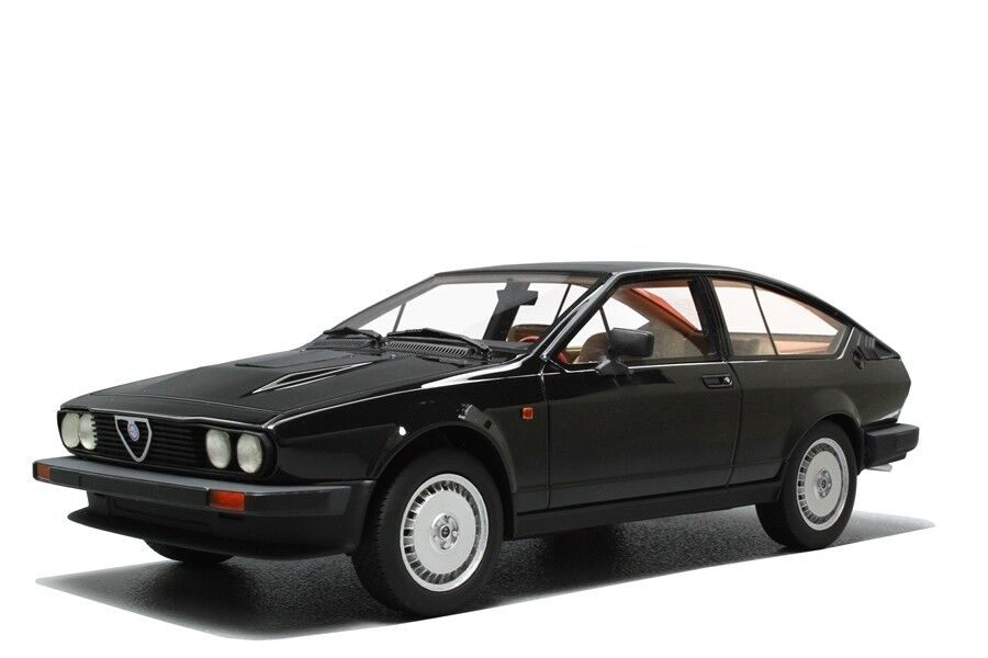 Alfa Romeo GTV 6 2.5 Series 1 - 1980 1 18 LM110C Resin Model Laudoracing-Models