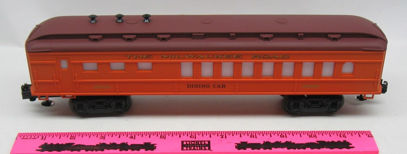 Lionel  19003 The Milwaukee Road dining car passenger car