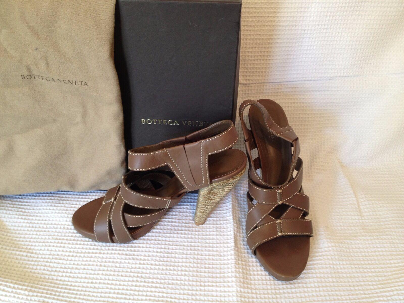 Sandalei in pelle