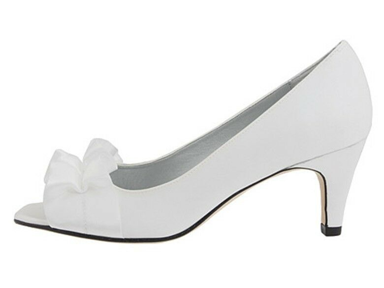 $106 Heel VANELi Madora Bridal Kitten Heel $106 Ribbon Vamp Open Toe Pumps White 7 (N)AA ae4dd9