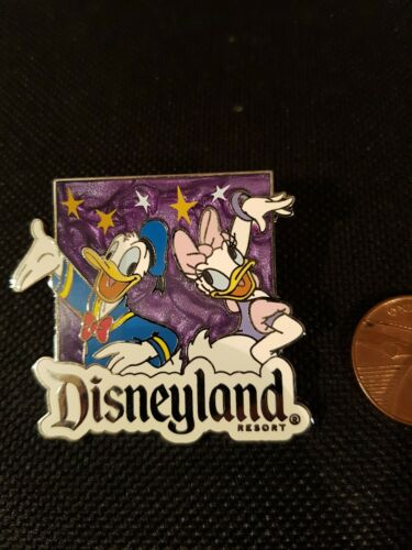 Disney Pin Badge Disneyland Donald Duck and Daisy