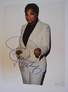 Oprah-Winfrey-Signed-Autographed-11x14-Photo-COA-VD