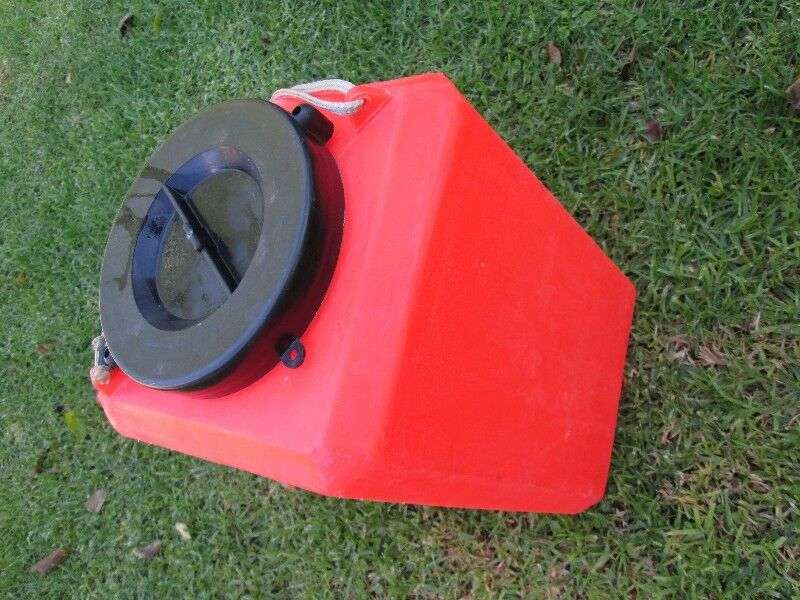 Capsize container, dry bucket, box, plastic, about 15-20L, boat, emergency gear, rescue, watertight