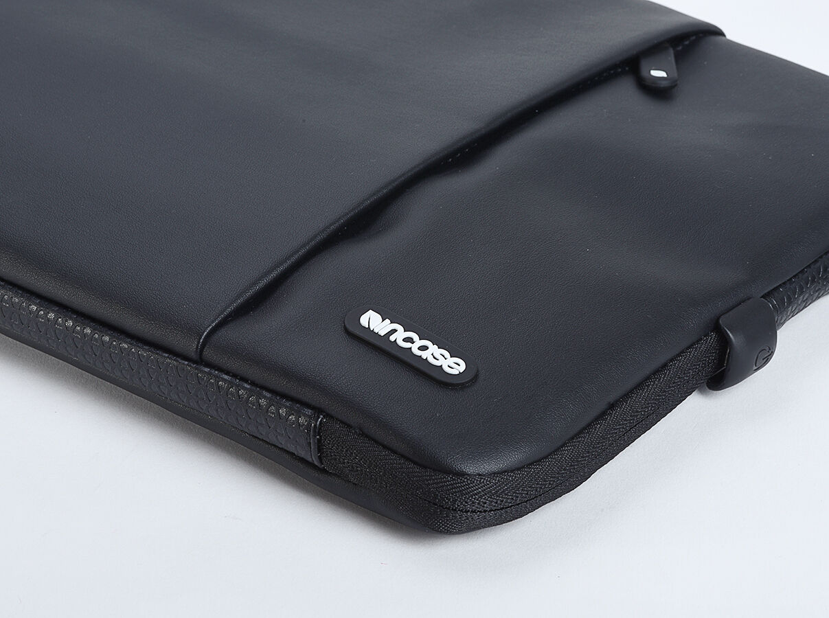 incase protective sleeve deluxe pu pouch slip case for macbook air pro 13 black ebay. Black Bedroom Furniture Sets. Home Design Ideas