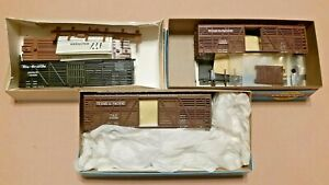 HO-Scale-Athearn-Blue-Box-and-Walthers-40ft-Cattle-Cars-T-amp-P-and-D-amp-RGW