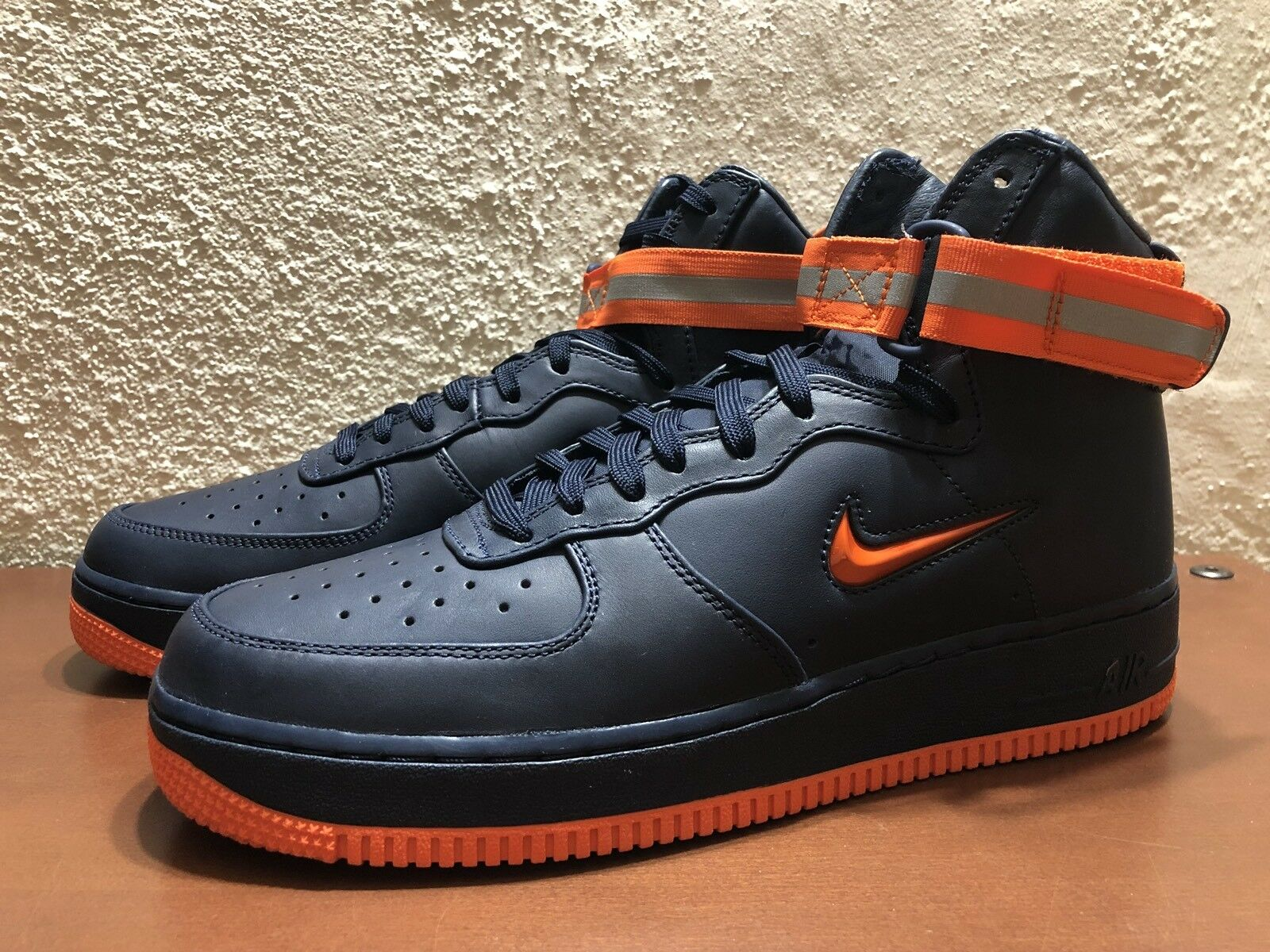 Nike Air Force 1 High Retro PRM QS NYC Finest FDNY Obsidian Orange Taille 9.5