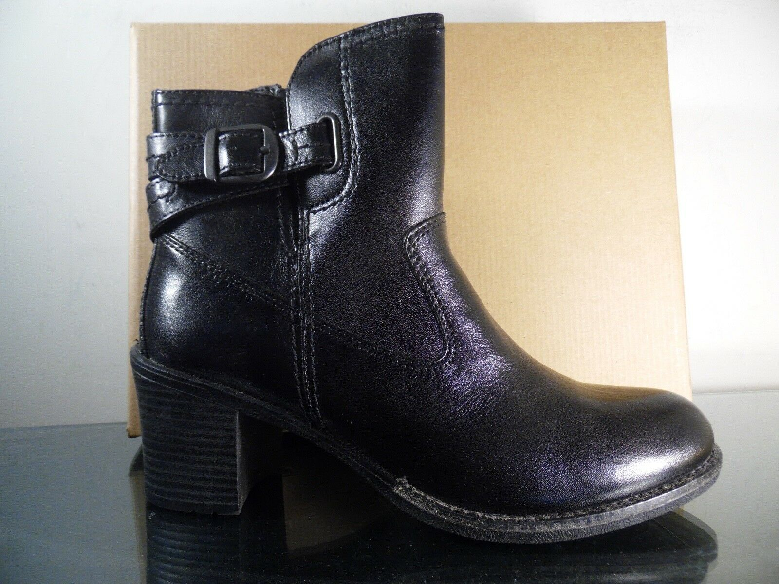 Women's Skechers Short Buckle Ankle Boot Women's US Size 7 Black RARE