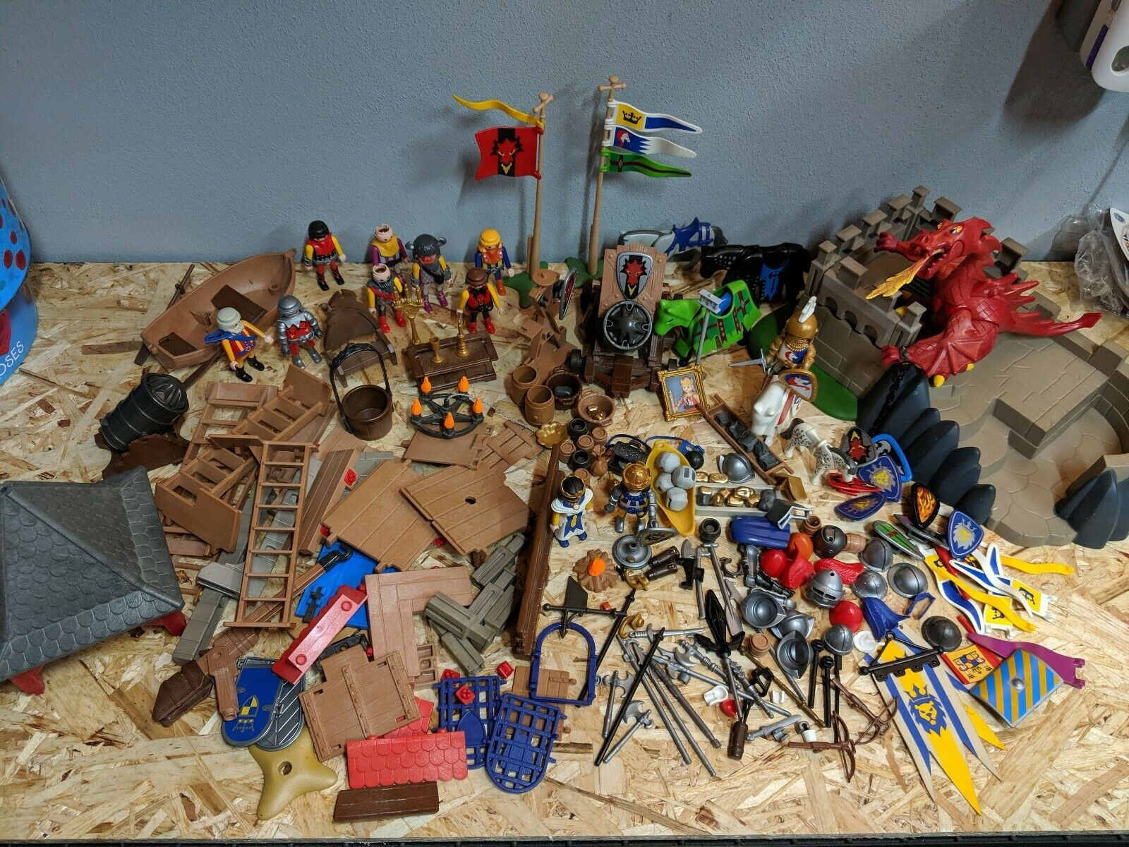 Playmobil mainly Knights Castle Horses Accessories Figures, dragon Job lot