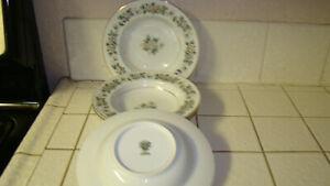 NORITAKE-china-LAURETTE-5047-Lot-of-four-8-1-2-034-Soup-Bowls-LN