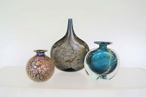 LARGE-LABEL-Isle-of-Wight-Azurene-Vase-Gold-in-MIDDLE-Vintage-Michael-Harris