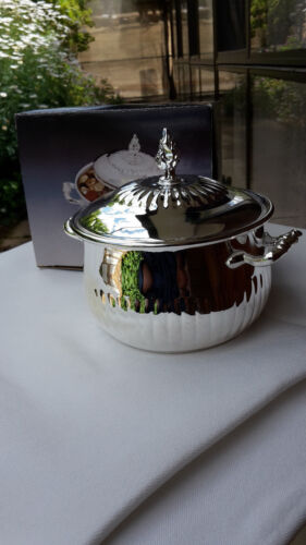 SILVER PLATED SUGAR BOWL WITH LID.13cm DIAMETER. WELL MADE ITEM