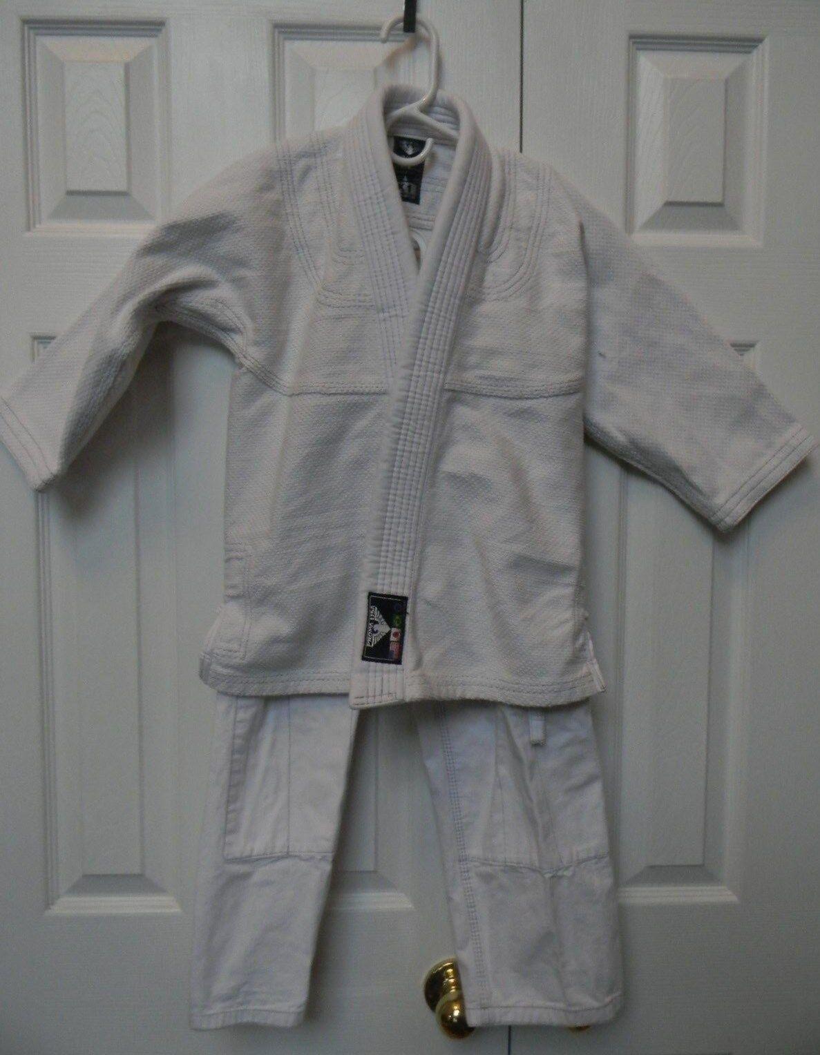 BJJ White Gi- Size K1 (Appx. 61-74 lbs)