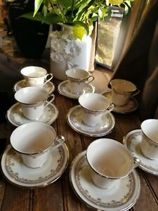 Set-of-4-Lenox-China-LACE-POINT-coffee-tea-cup-amp-saucer-Discontinued-Pattern
