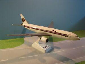 FLIGHT-MINATURE-THAI-AIRWAYS-OC-777-200-1-200-SCALE-PLASTIC-SNAPFIT-MODEL